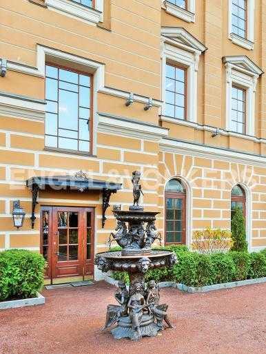 Элитные квартиры в Центральном районе. Санкт-Петербург, Манежная пл. 4. Внутренний благоустроенный двор