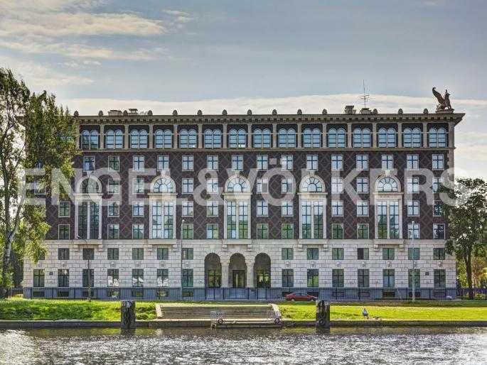Элитные квартиры на . Санкт-Петербург, . Фасад дома с набережной реки Средней Невки