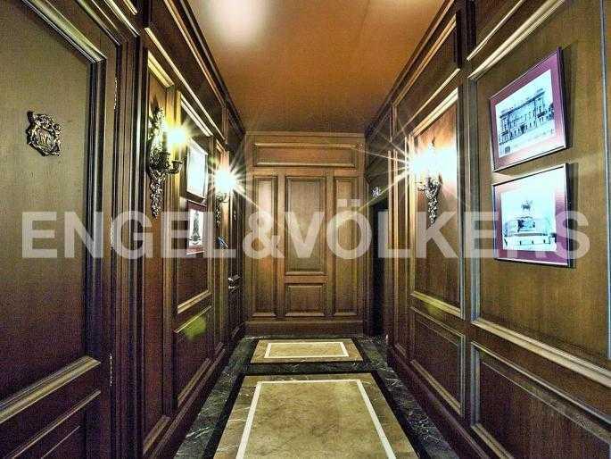 Элитные квартиры в Центральном районе. Санкт-Петербург, Манежная пл. 4. Лифтовой холл