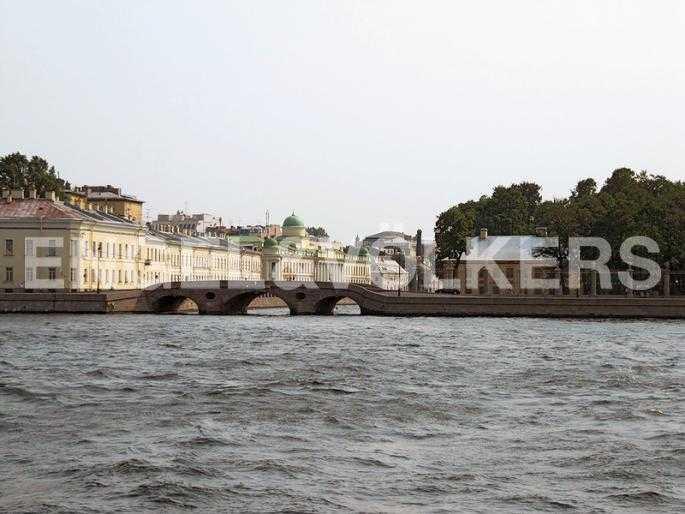 Элитные квартиры в Центральном районе. Санкт-Петербург, Набережная Кутузова, 12. Прачечный мост около Летнего сада