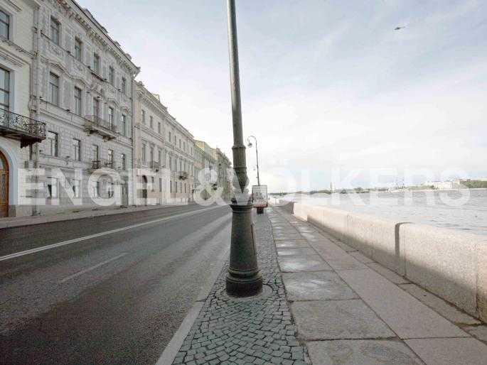 Элитные квартиры в Центральном районе. Санкт-Петербург, Набережная Кутузова, 12. Фасад дома