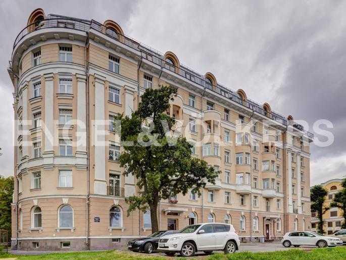 Элитные квартиры в Петроградском районе. Санкт-Петербург, Аптекарская наб. 6. Фасад дома с набережной