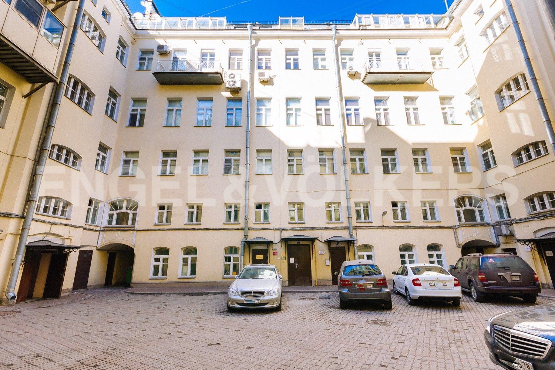 Элитные квартиры в Центральном районе. Санкт-Петербург, Стремянная, 16. Внутренний двор