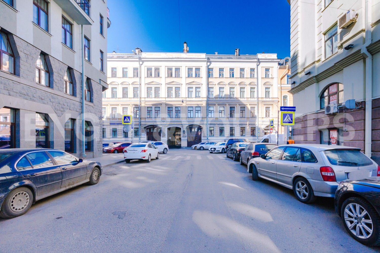 Элитные квартиры в Центральном районе. Санкт-Петербург, Стремянная, 16. Фасад дома с Поварского переулка