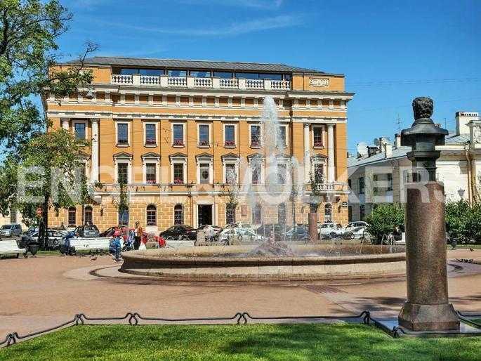 Сквер с фонтаном на Манежной площади