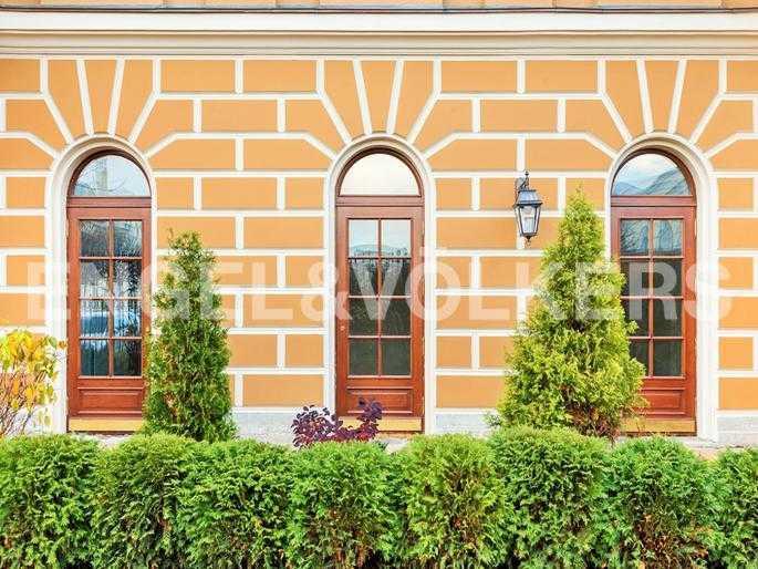 Элитные квартиры в Центральном районе. Санкт-Петербург, Манежная пл. 4. Выход с 1-го уровня в сад