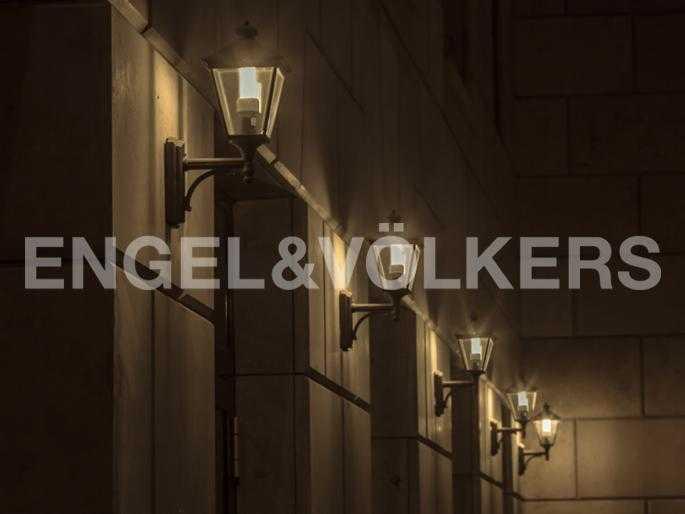 Элитные квартиры на . Санкт-Петербург, . Вечерняя подсветка во дворе дома