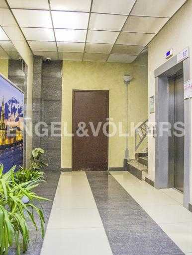 Элитные квартиры на . Санкт-Петербург, Морской пр., 15. Оформление парадной. Лифт OTIS