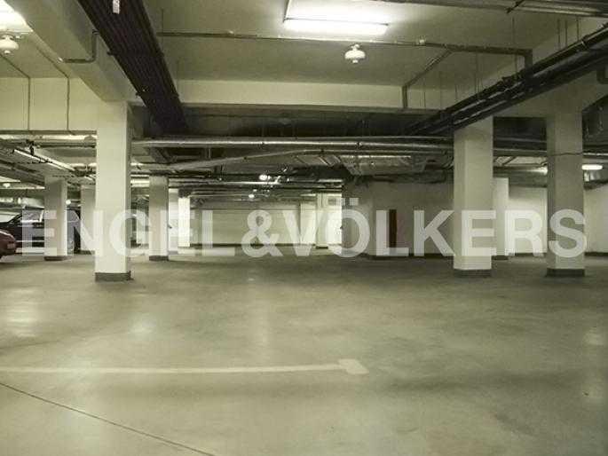 Элитные квартиры на . Санкт-Петербург, Морской пр., 15. Современный паркинг на первом этаже