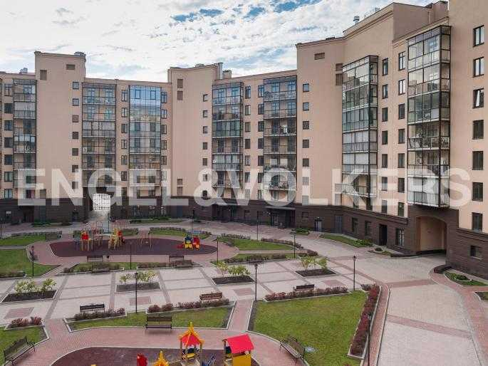 Элитные квартиры в Центральном районе. , Парадная ул. 3. Вид из окон спальни