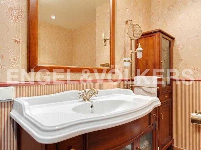 Элитные квартиры в Центральном районе. , Парадная ул. 3. Ванная комната