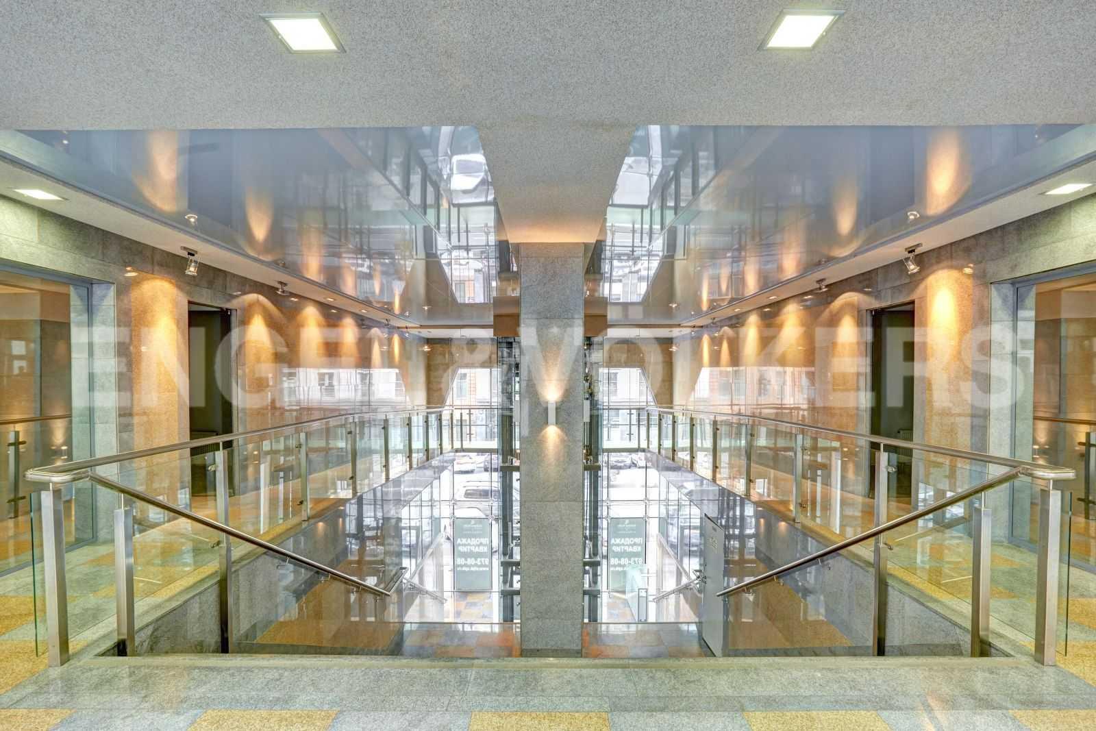 Элитные квартиры в Центральном районе. Санкт-Петербург, Тверская, 1А. Входная группа комплекса