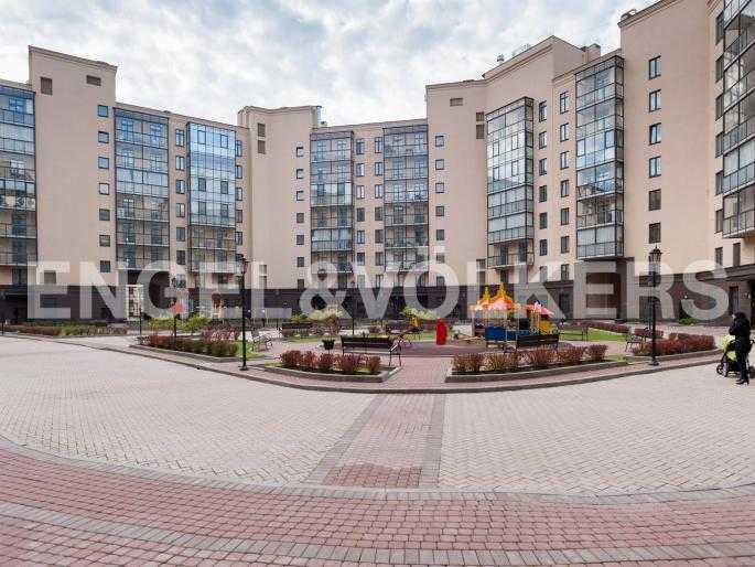Элитные квартиры в Центральном районе. , Парадная ул. 3. Придомовая закрытая территория