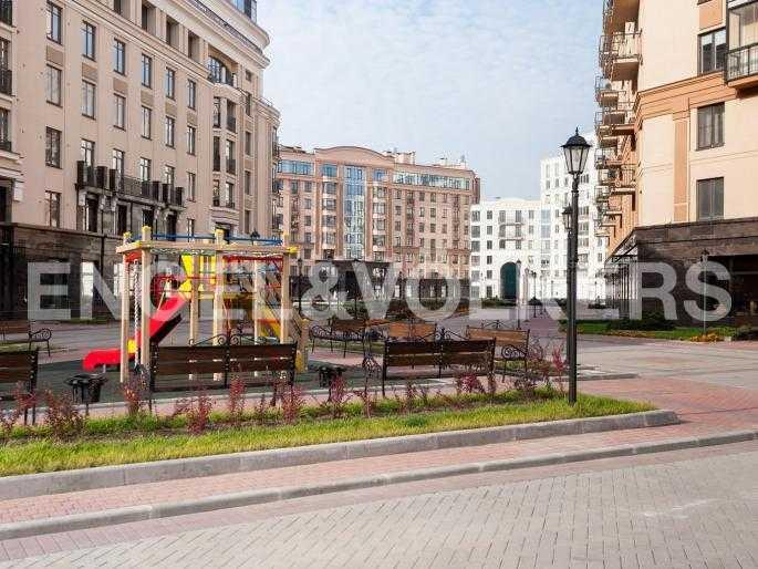 Элитные квартиры в Центральном районе. , Парадная ул. 3. Территория комплекса
