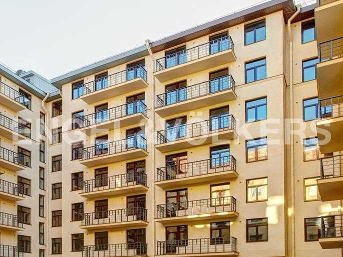 Элитные квартиры в Центральном районе. Санкт-Петербург, Стремянная, 15. Фасад дома со стороны двора