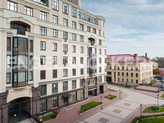 Элитные квартиры в Центральном районе. , Парадная ул. 3. Вид из окон гостиной