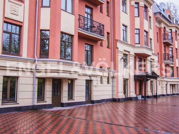 Элитные квартиры в Других районах области. Санкт-Петербург, Дибуновская, 22. Внутренний сквер и окружение