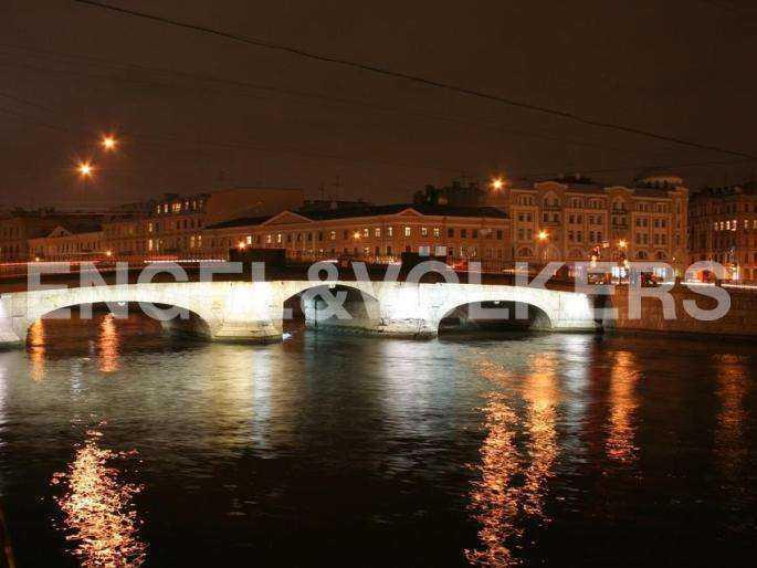 Элитные квартиры в Центральный р-н. Санкт-Петербург, наб. реки Фонтанки, 30. Вечерний мост Белинского