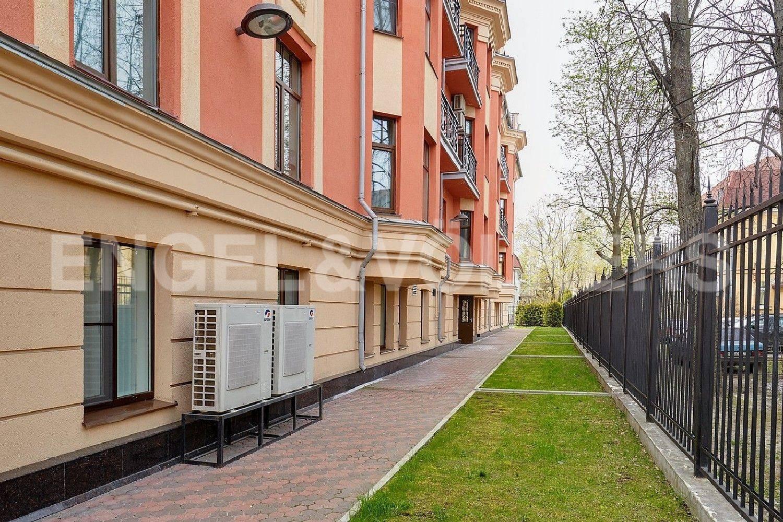 Элитные квартиры в Приморском районе. Санкт-Петербург, Дибуновская, 22. Задний двор