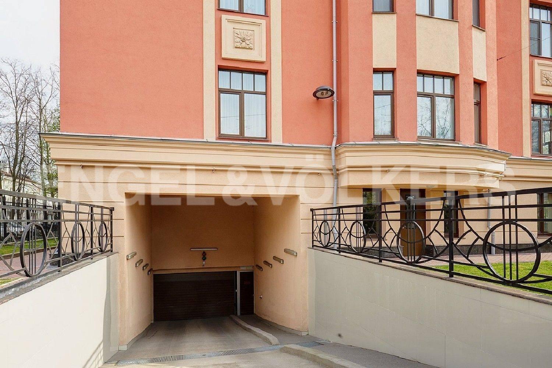 Элитные квартиры в Приморском районе. Санкт-Петербург, Дибуновская, 22. Въезд в подземный паркинг