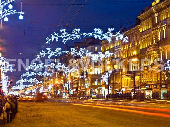 Элитные квартиры в Центральном районе. Санкт-Петербург, Исполкомская, 4-6. Ночной Невский проспект