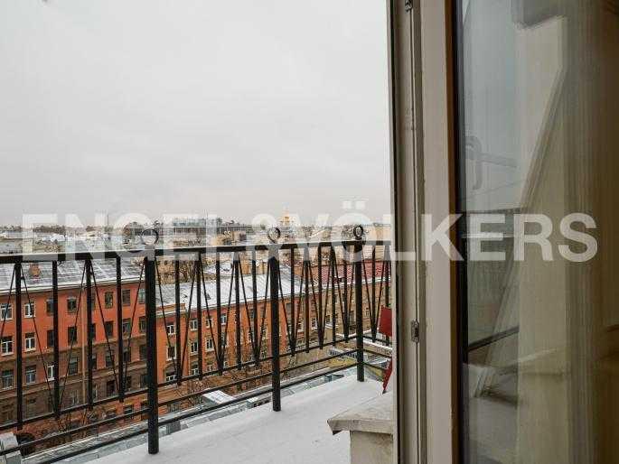 Элитные квартиры в Центральном районе. Санкт-Петербург, Исполкомская, 4-6. Выход на балкон из Гостиной