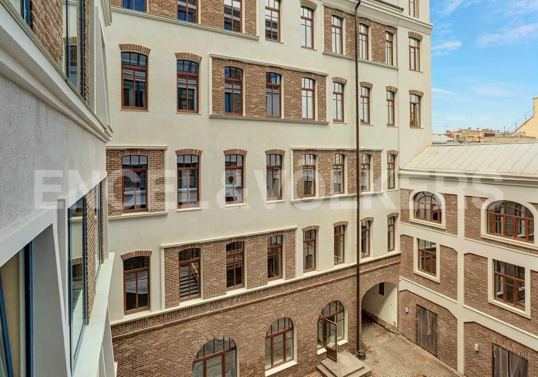 Элитные квартиры в Центральном районе. Санкт-Петербург, наб. Адмиралтейского канала, 15. Вид на корпус Заандам (Галерная ул) со стороны двора