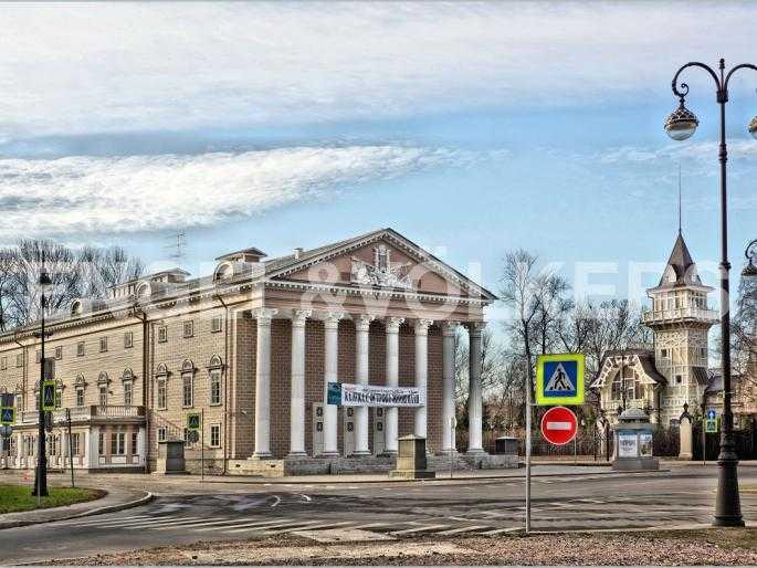 Элитные квартиры на . Санкт-Петербург, 2-я Березовая аллея 15. Театр в пешей доступности от комплекса