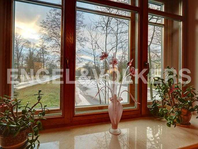 Элитные квартиры на . Санкт-Петербург, 2-я Березовая аллея 15. Вид из спальни на канал
