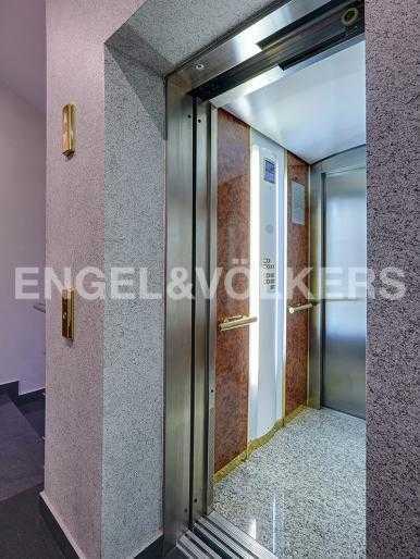 Элитные квартиры на . Санкт-Петербург, 2-я Березовая аллея 15. Лифт в парадной