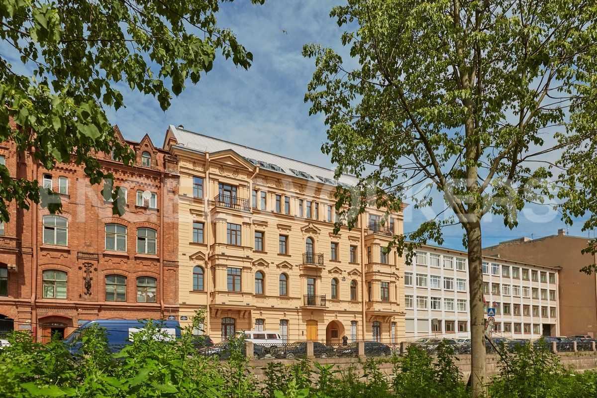 Элитные квартиры в Центральном районе. Санкт-Петербург, наб. Адмиралтейского канала, 15. Фасад комплекса со стороны Адмиралтейского канала
