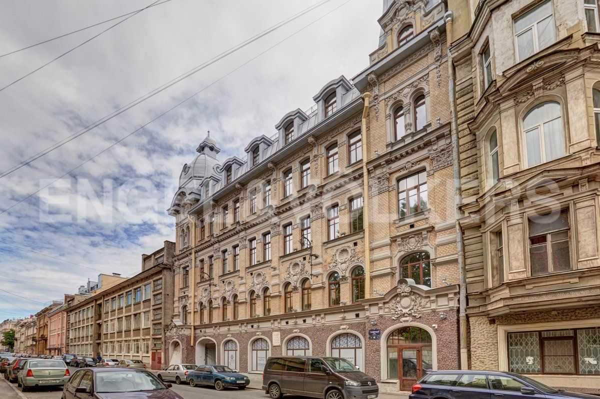 Элитные квартиры в Центральном районе. Санкт-Петербург, наб. Адмиралтейского канала, 15. Фасад со стороны Галерной улицы