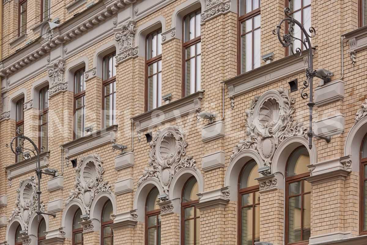 Элитные квартиры в Центральном районе. Санкт-Петербург, наб. Адмиралтейского канала, 15. Фрагмент исторического фасада с Галерной ул.