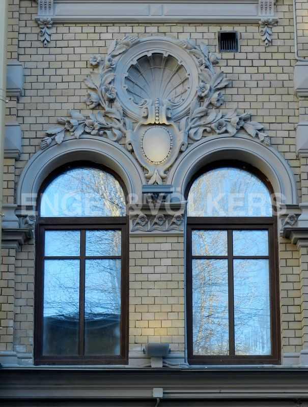 Элитные квартиры в Центральном районе. Санкт-Петербург, наб. Адмиралтейского канала, 15. Фрагмент отреставрированного фасада Заандам
