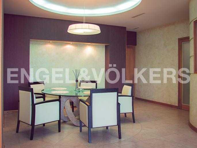 Элитные квартиры в Петроградский р-н. Санкт-Петербург, Б. Зеленина, 8. Зона гостиной площадью 43 кв.м.