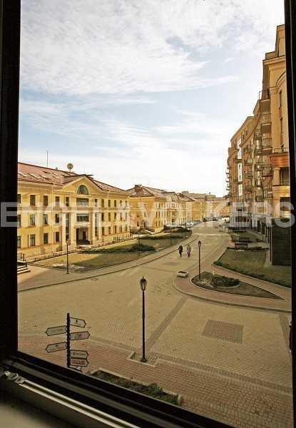 Элитные квартиры в Центральном районе. , Парадная ул. 3. Вид из окна