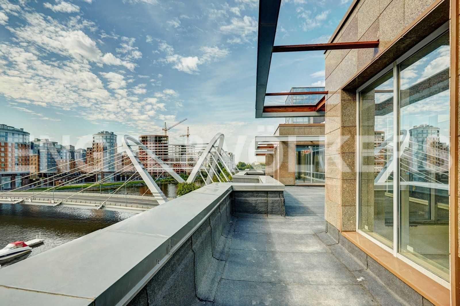 Вид с панорамной террасы на 2 уровне квартиры