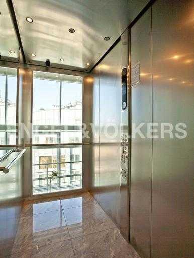 Скоростной лифт KONE с панорамным остеклением