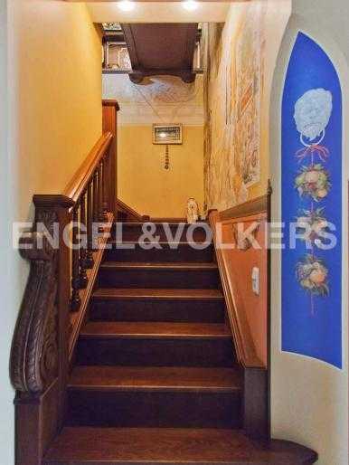 Элитные квартиры в Центральном районе. Санкт-Петербург, Невский, 64. Лестница на второй уровень