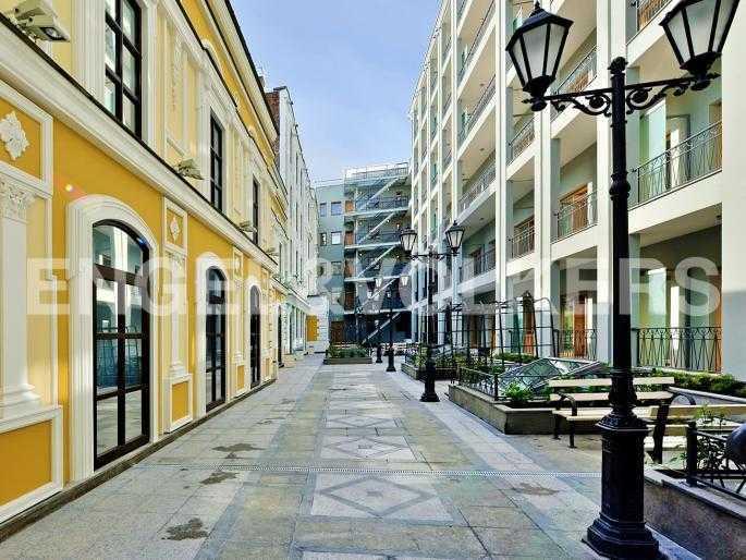 Элитные квартиры в Центральном районе. Санкт-Петербург, Конногвардейский б-р, 5. Западный внутренний двор