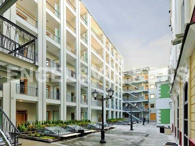 Элитные квартиры в Адмиралтейский р-н. Санкт-Петербург, Конногвардейский б-р, 5. Восточный двор