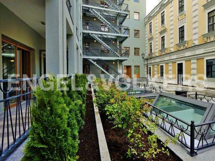 Элитные квартиры в Адмиралтейский р-н. Санкт-Петербург, Конногвардейский б-р, 5. Внутренний двор