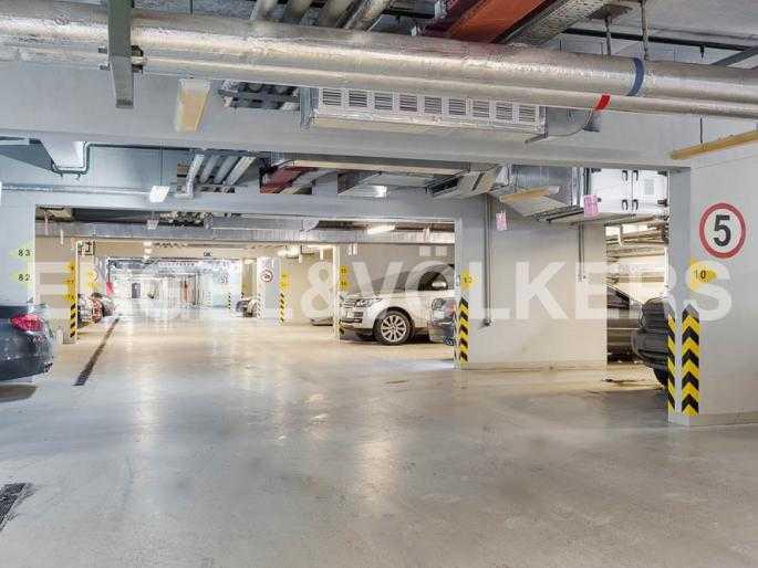 Теплый подземный паркинг (лифт спускается в паркинг)