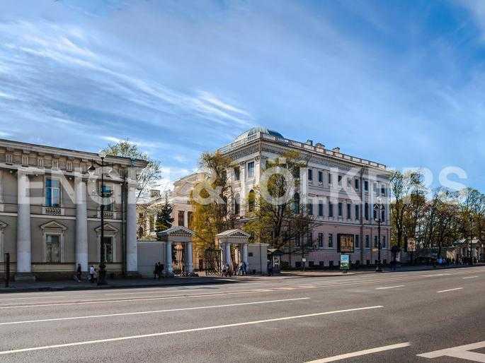 Элитные квартиры в Центральном районе. Санкт-Петербург, Невский, 64. Аничков дворец напротив дома