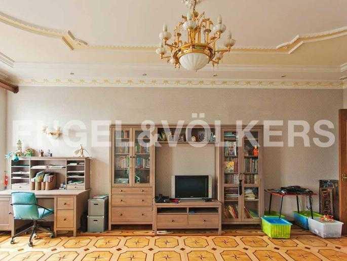Элитные квартиры в Центральном районе. Санкт-Петербург, Невский, 64. Спальня на пермов уровне