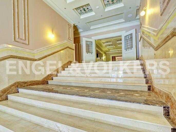 Парадная лестница комплекса