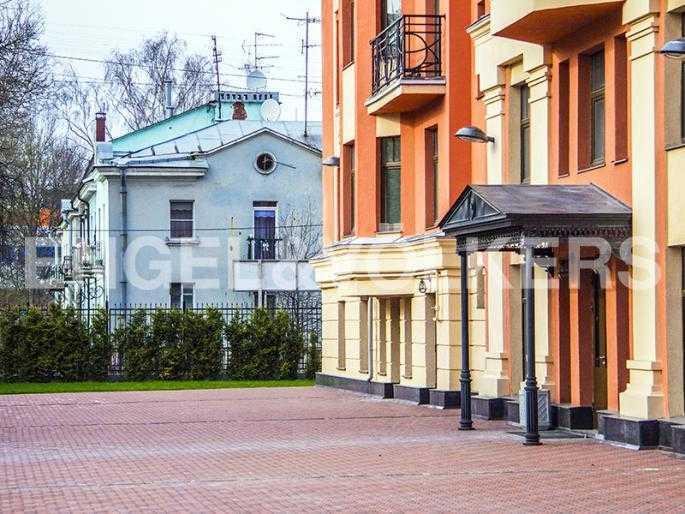 Элитные квартиры в Других районах области. Санкт-Петербург, Дибуновская, 22. Фасад комплекса. Вход в дом