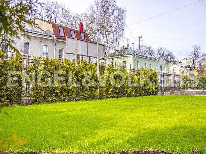 Элитные квартиры в Других районах области. Санкт-Петербург, Дибуновская, 22. Придомовая территория