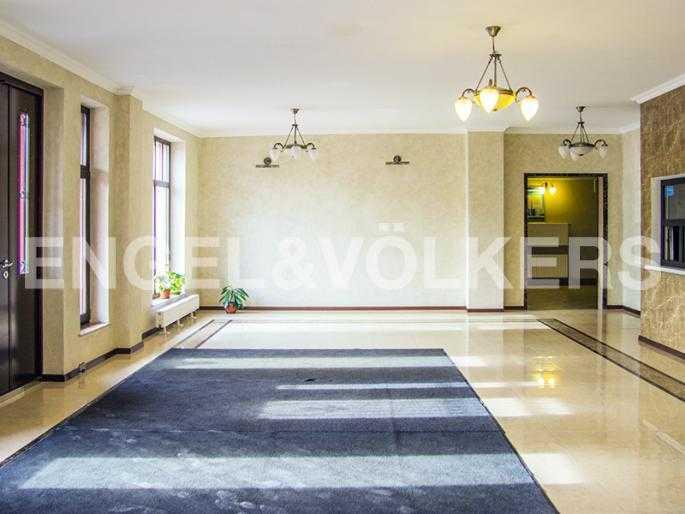 Элитные квартиры в Других районах области. Санкт-Петербург, Дибуновская, 22. Оформление парадной