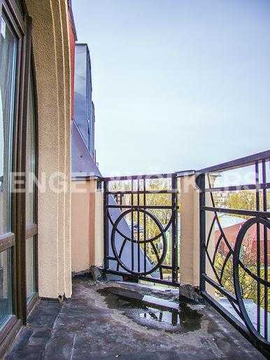 Элитные квартиры в Других районах области. Санкт-Петербург, Дибуновская, 22. Балкон